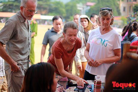 Len cho phien Mai Chau uong ruou ngo, thu do sach - Anh 17