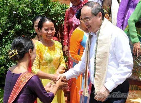 Chu tich Nguyen Thien Nhan va Doan cong tac tham lang det tho cam - Anh 10