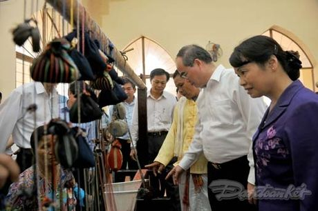Chu tich Nguyen Thien Nhan va Doan cong tac tham lang det tho cam - Anh 7