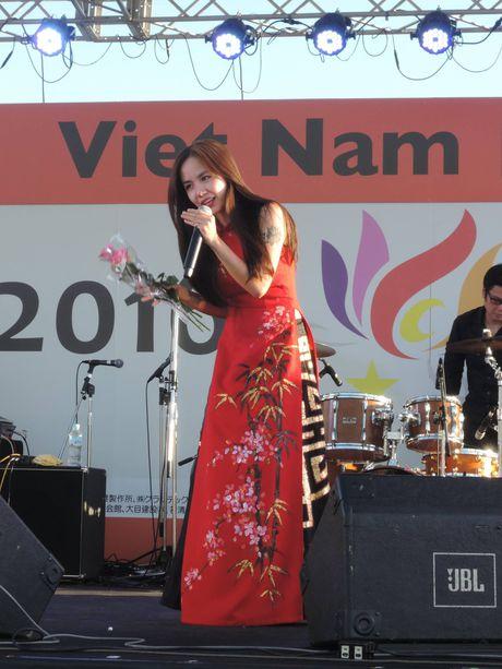 Em gai Phuong Linh hat hit cua Thuy Chi bang tieng Nhat - Anh 1