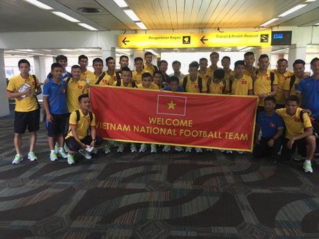 HLV Huu Thang cam hoc tro thuc khuya o Indonesia - Anh 2