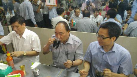 Thu tuong an pho, uong ca phe binh dan o Sai Gon - Anh 2
