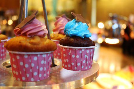 Cach lam banh cupcake chocolate bang lo nuong tai nha - Anh 1