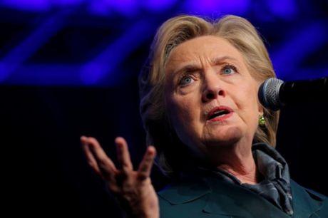 Lai lo email Clinton chat vat vi du an duong ong dan dau Keystone - Anh 1