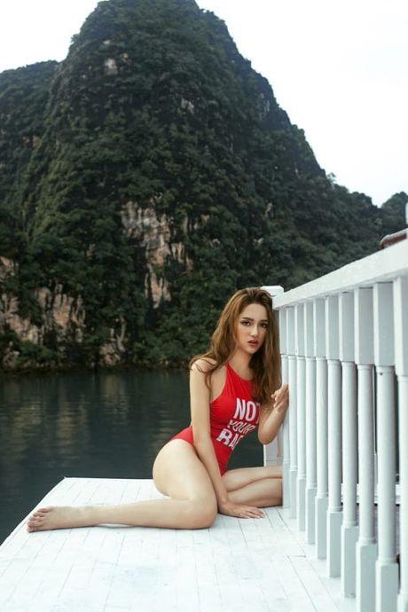My nhan Viet qua sexy voi ao tam khoet hong cao tao bao - Anh 13