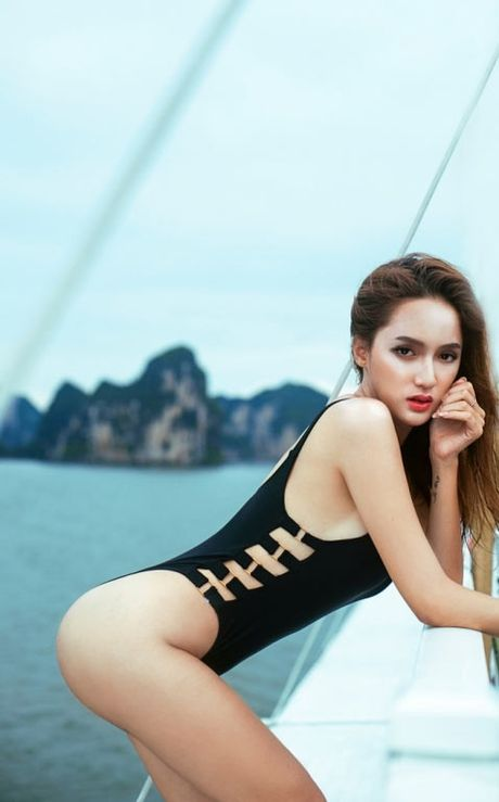 My nhan Viet qua sexy voi ao tam khoet hong cao tao bao - Anh 14