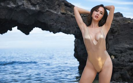My nhan Viet qua sexy voi ao tam khoet hong cao tao bao - Anh 1