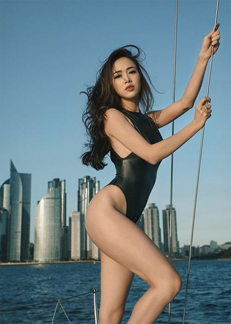 My nhan Viet qua sexy voi ao tam khoet hong cao tao bao - Anh 2