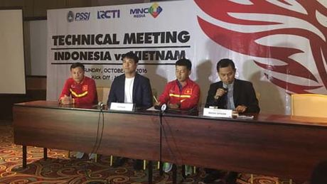 HLV Huu Thang noi gi truoc tran gap DT Indonesia? - Anh 1