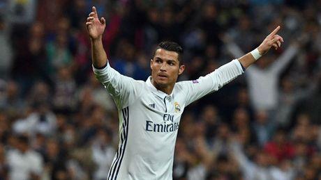 Neville tiet lo Ronaldo thuong xuyen bi danh o M.U - Anh 3