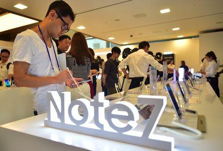 Cam du khach su dung Galaxy Note 7 tren tau du lich - Anh 1