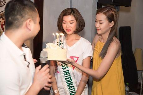 Ban trai bi mat xuat hien khien Thuy Van 'dung khong vung' tren san khau - Anh 1