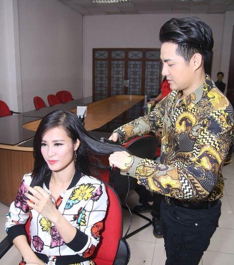 Sau lung Dong Nhi la hinh bong vat va cua Ong Cao Thang - Anh 9