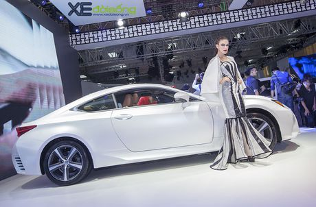 Dan nguoi mau Lexus sac ben nhat Vietnam Motor Show 2016 - Anh 2