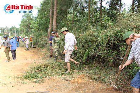 Can bo, vien chuc, lao dong giup dan Vu Quang xay dung NTM - Anh 2