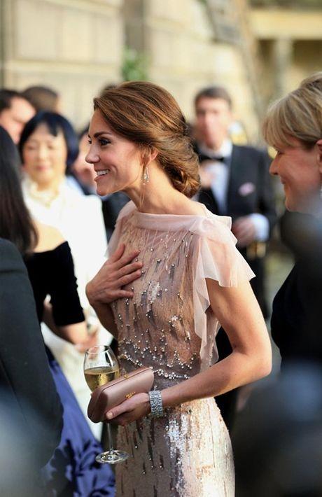 Nhung chiec vi hang hieu cua cong nuong Kate Middleton - Anh 11
