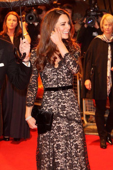Nhung chiec vi hang hieu cua cong nuong Kate Middleton - Anh 7