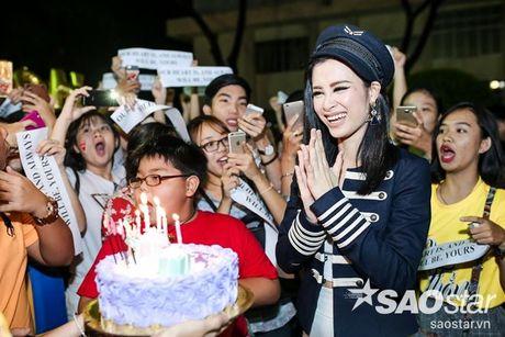 Dong Nhi hanh phuc don sinh nhat trong vong vay cua fan sau hau truong The Voice Kids - Anh 8