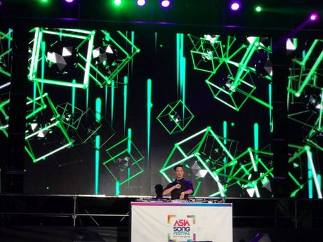 SlimV doi non la trinh dien, mo man xuat sac cho #teamVietNam truoc khi Noo den Asia Song Festival - Anh 3