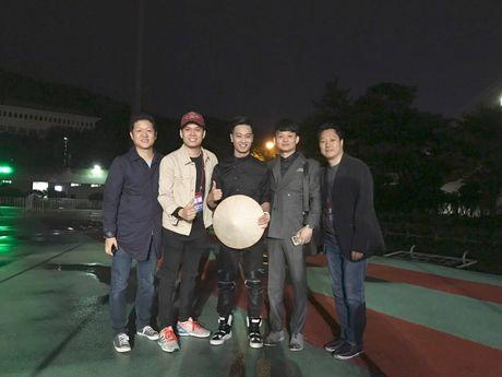 SlimV doi non la trinh dien, mo man xuat sac cho #teamVietNam truoc khi Noo den Asia Song Festival - Anh 4
