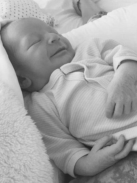 Candice Swanepoel he lo hinh anh con trai, tieu thu nha Adam - Behati da co 'doi thu' - Anh 1