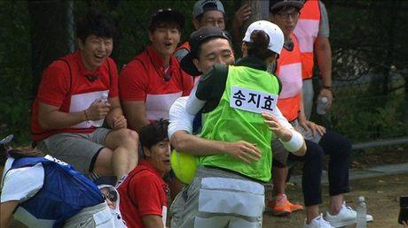 Running Man: Nhung nu hon khong the ngot ngao hon cua Monday Couple - Anh 9