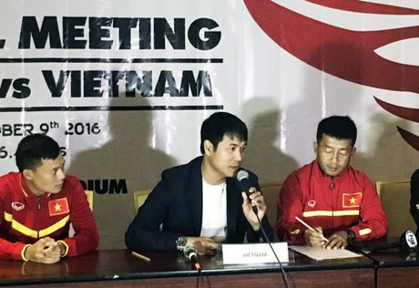 Giao huu Indonesia - DTVN: HLV Huu Thang noi gi truoc ngay dai chien voi thay cu Riedl? - Anh 1