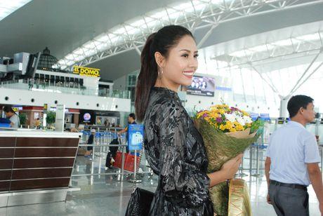 Nguyen Thi Loan len duong sang My thi 'Hoa hau Hoa binh The gioi' - Anh 1
