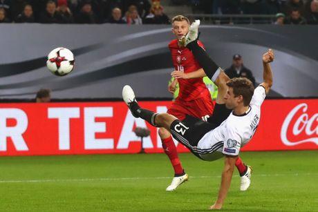 Mueller lap cu dup, Duc thang dam CH Czech - Anh 4