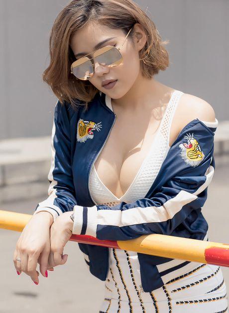 Ban gai Tien Dat mac ho bao dao pho Sai Gon - Anh 3