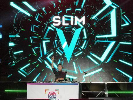 Slim V khuay dong dem nhac Asia Song Festival o Han - Anh 1