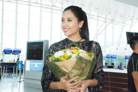 Nguyen Thi Loan, Phuong Linh len duong thi nhan sac quoc te - Anh 1