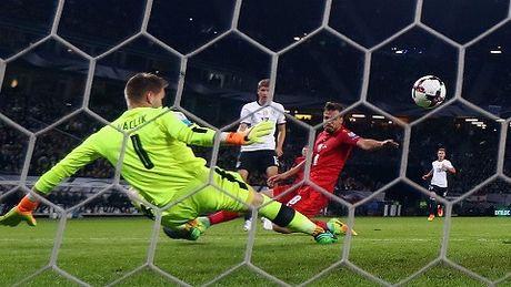 Duc 3-0 CH Czech: Mueller cuoi cung da ghi ban, giai toa uc che don nen - Anh 2