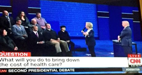 Truc tiep man tranh luan thu hai giua ong Trump va ba Clinton - Anh 2