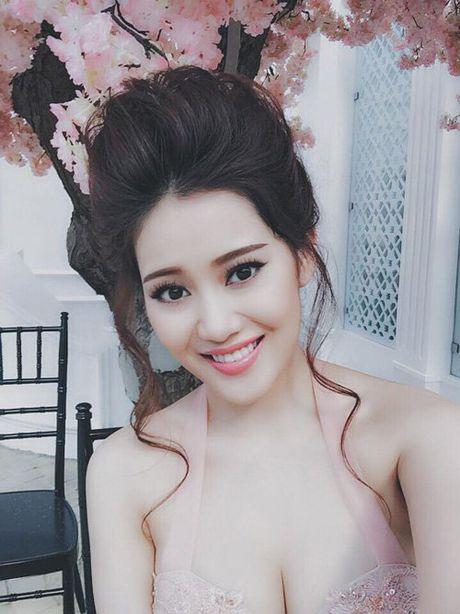 Dien mot khong noi y, ban gai Tien Dat khoe vong mot cang day - Anh 10