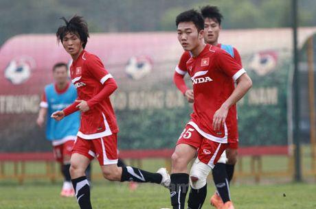 DIEM TIN SANG (10.10): DT Viet Nam 'an bam' HAGL, Man City 'rut ruot' Arsenal - Anh 1