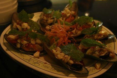 Quan an Thai nuom nuop khach Viet o Pattaya - Anh 5