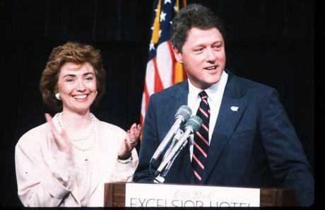 Chi tiet vu nguoi phu nu to chong ba Clinton cuong buc - Anh 2