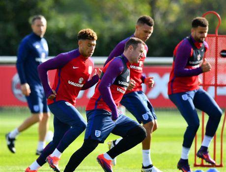 Rooney 'cau co' tap luyen truoc tin don bi tram - Anh 3
