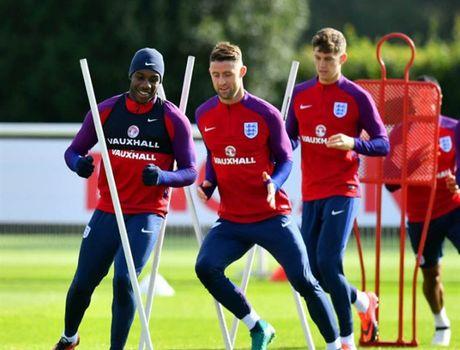 Rooney 'cau co' tap luyen truoc tin don bi tram - Anh 5