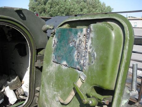'Dau tim' voi xe chien dau bo binh BMP-2 nang cap cua Ukraine - Anh 10