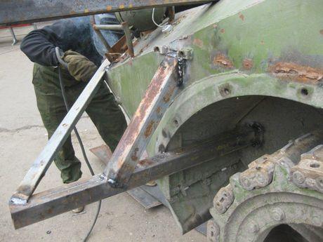 'Dau tim' voi xe chien dau bo binh BMP-2 nang cap cua Ukraine - Anh 6