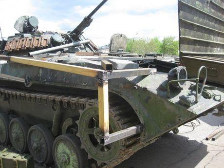 'Dau tim' voi xe chien dau bo binh BMP-2 nang cap cua Ukraine - Anh 7