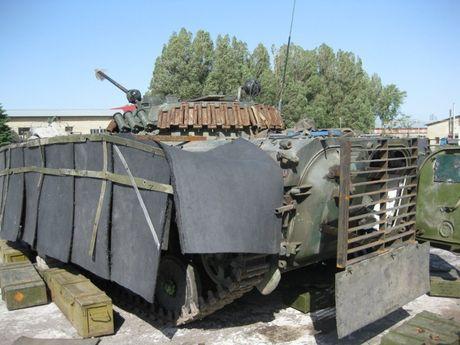 'Dau tim' voi xe chien dau bo binh BMP-2 nang cap cua Ukraine - Anh 8