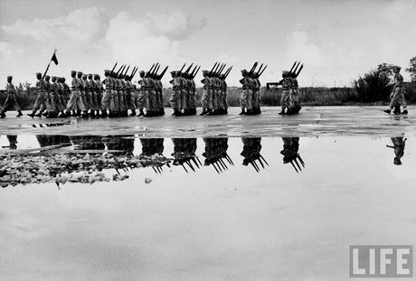 Tan muc linh Phap cuon co rut khoi Ha Noi nam 1954 - Anh 12