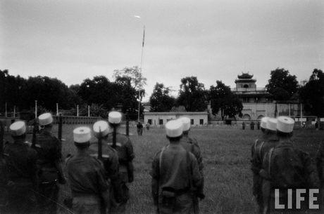 Tan muc linh Phap cuon co rut khoi Ha Noi nam 1954 - Anh 2