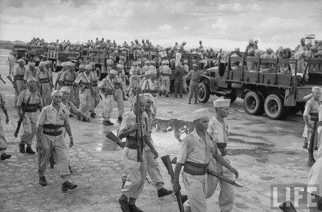 Tan muc linh Phap cuon co rut khoi Ha Noi nam 1954 - Anh 6