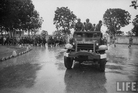 Tan muc linh Phap cuon co rut khoi Ha Noi nam 1954 - Anh 9