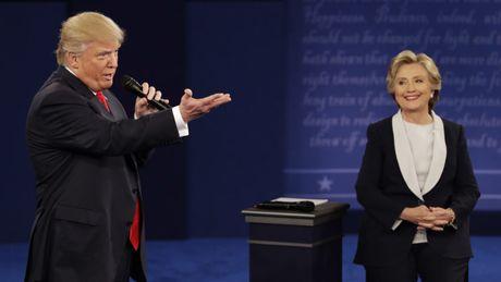 Trump khen ba Clinton la 'chien binh' - Anh 1