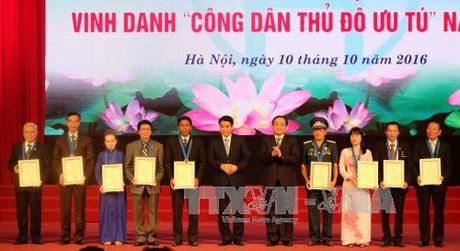 Vinh danh cong dan Thu do uu tu nam 2016 - Anh 1
